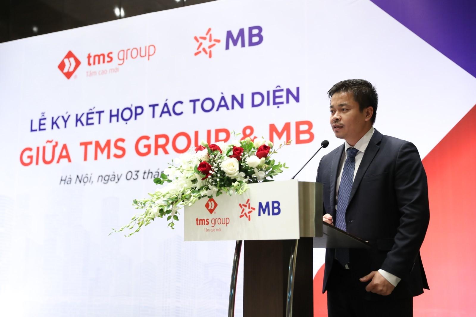 TMS그룹 Nguyen Viet Phuong대표는 체결식에서 발표한다