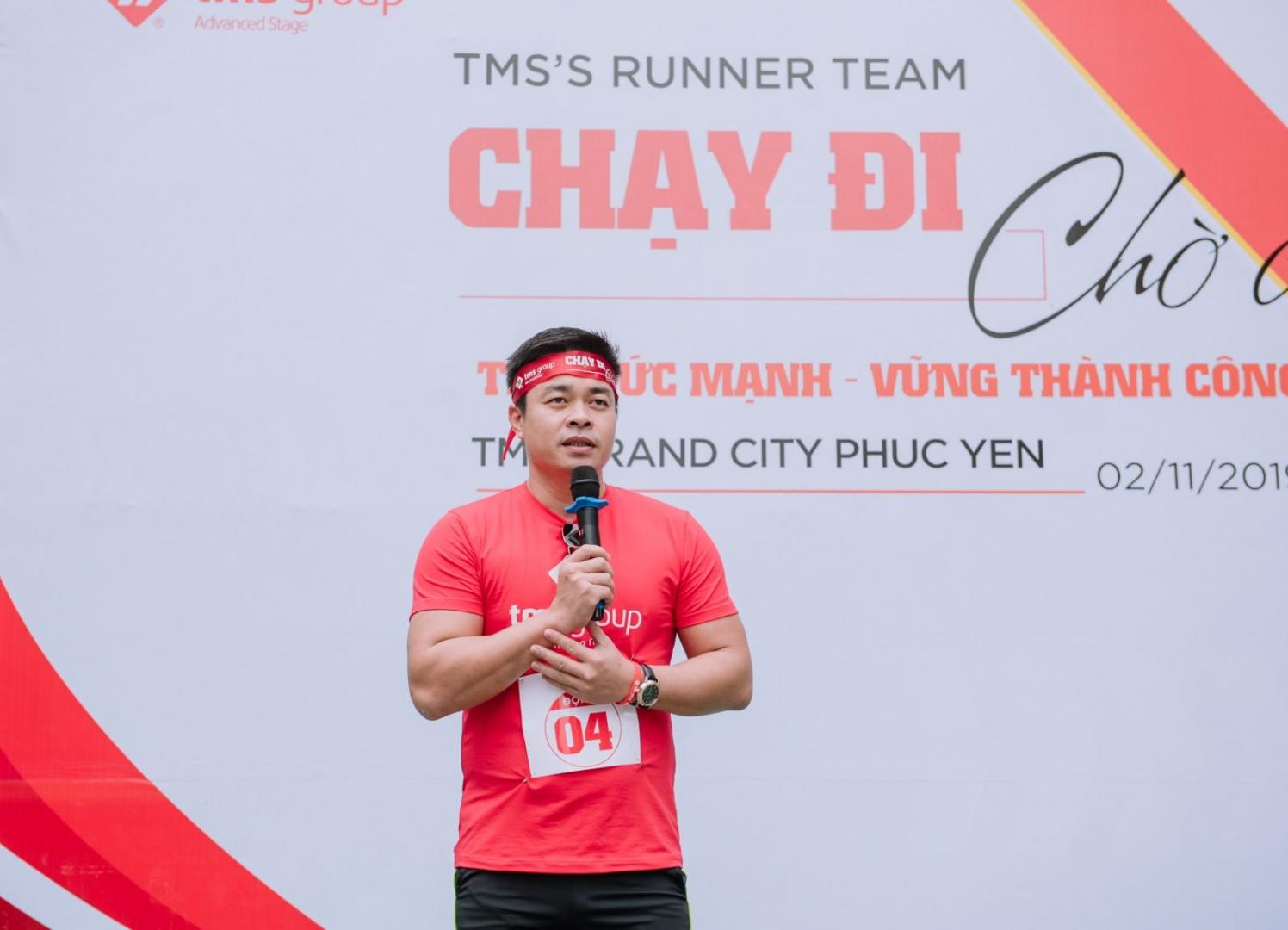 Ông Nguyễn Việt Phương – Tổng giám đốc TMS Group phát biểu cổ vũ tinh thần CBNV tham gia giải chạy