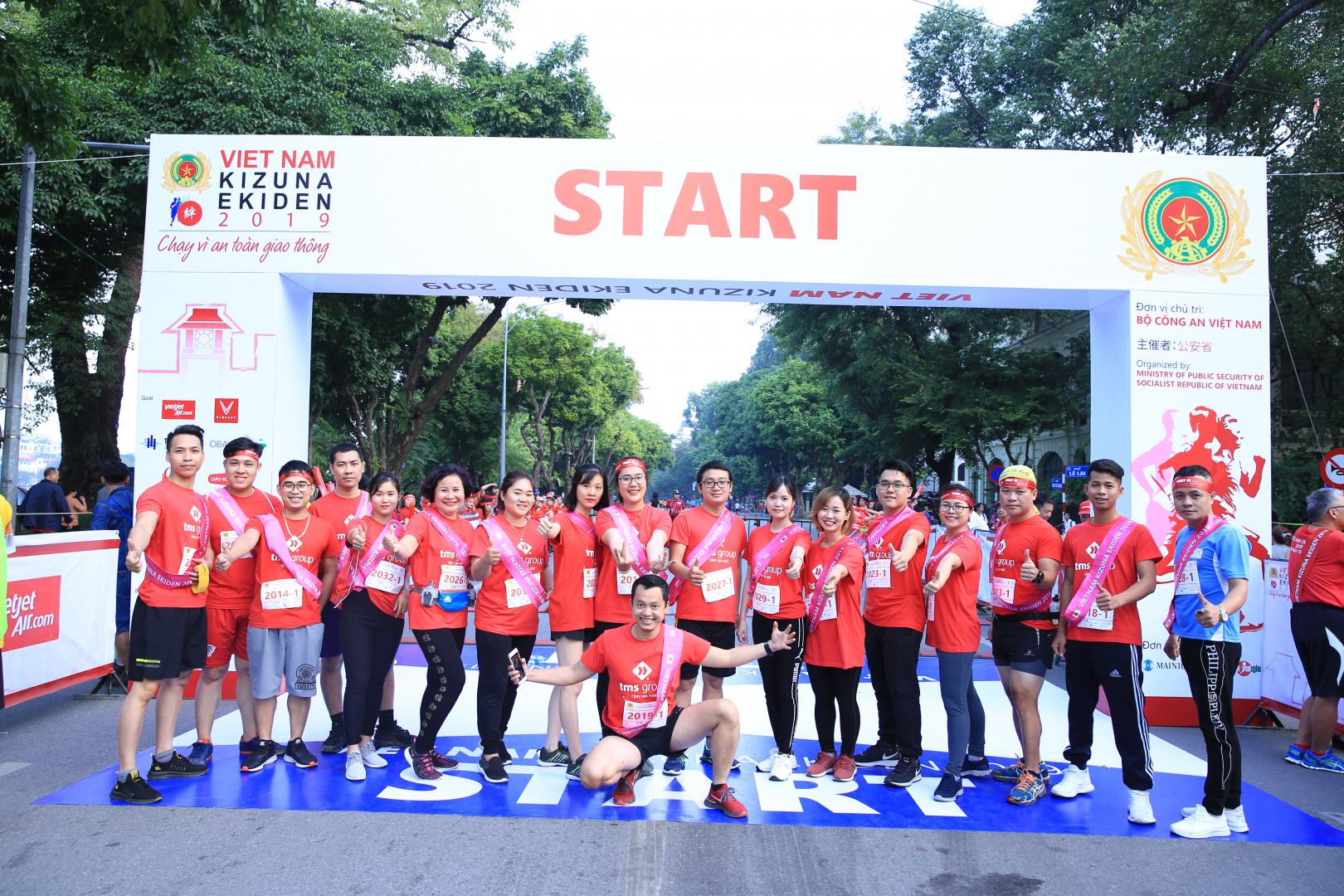 100 VĐV TMS Group tham gia giải chạy Kizuna Ekiden 2019