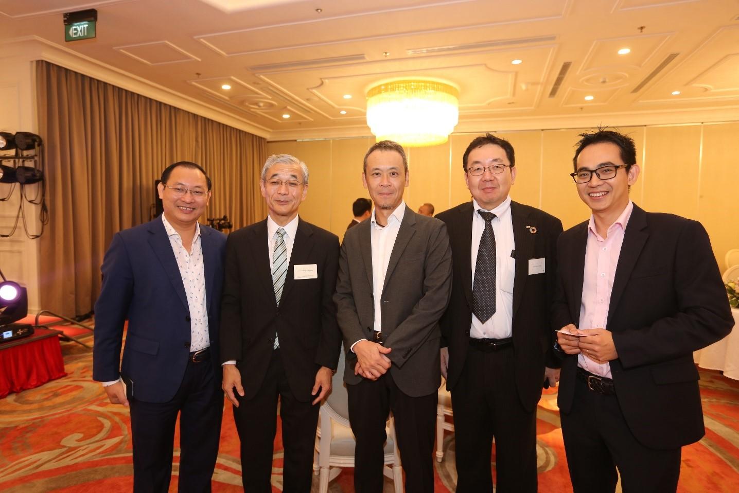 Ông Nguyễn Việt Thung (ngoài cùng bên trái), Phó Chủ tịch Thường trực HĐQT Tập đoàn TMS gặp gỡ đại diện các doanh nghiệp Nhật Bản tại sự kiện