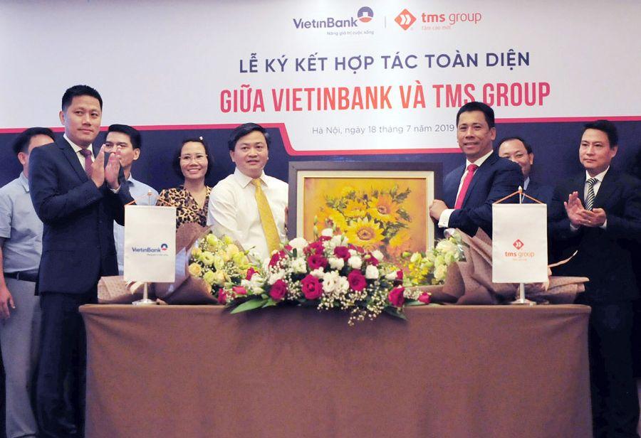 Tms Group va Vietinbank trao qua